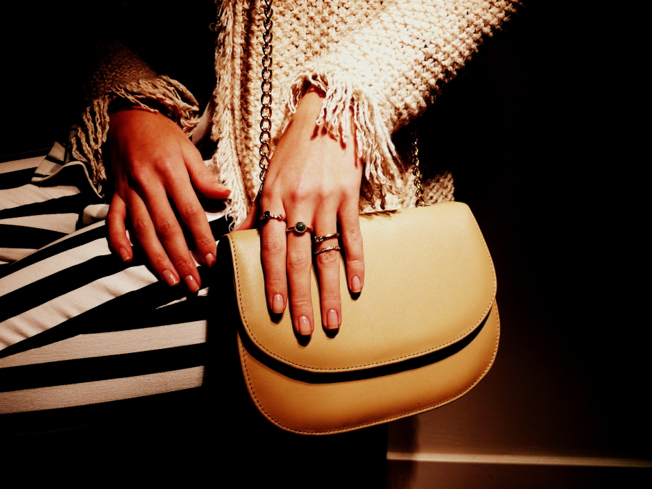 bolso beige cadena-1